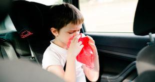 8 trucos para evitar el mareo cuando se viaja con niños